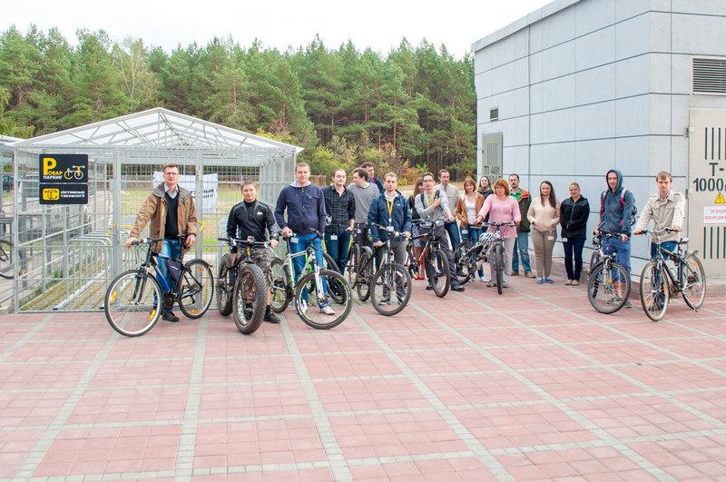 Чудесный подарок для велосипедистов – новая велопарковка.