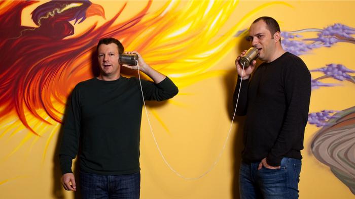 Брайан Экстон (слева) и Ян Кум. Фото: Forbes.